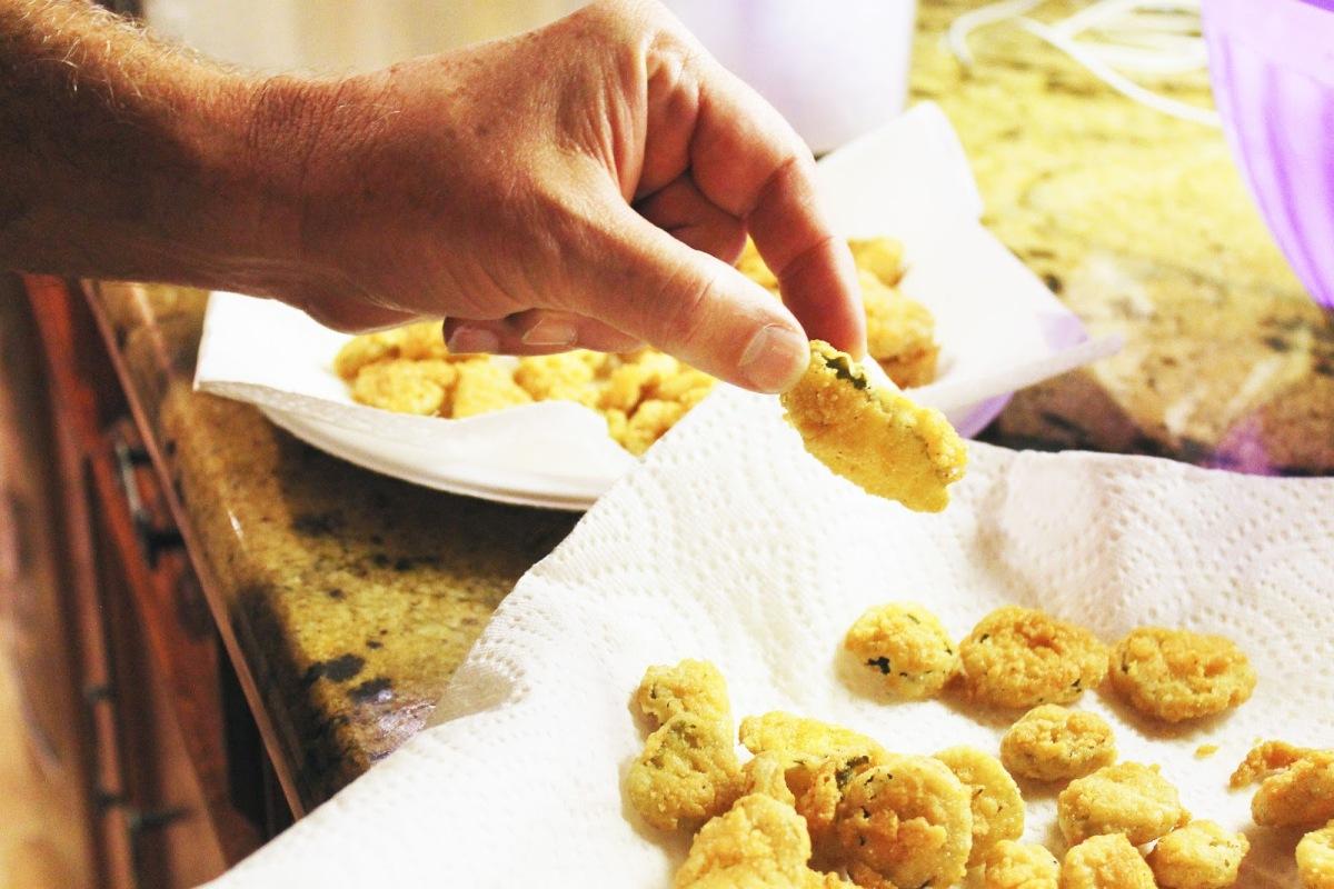 Cook: Crispy Fried Pickle Chips