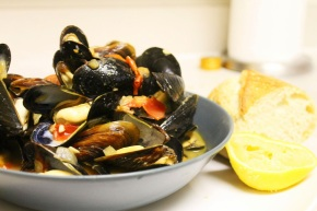 Cook: Mussels in Tomato and White Wine Broth
