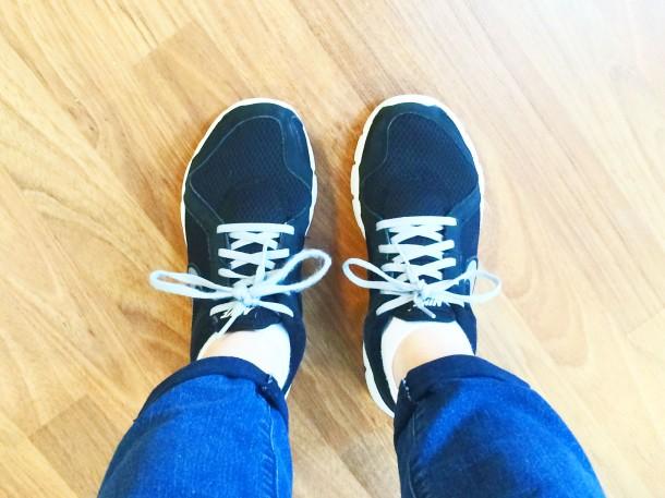 capsule-wardrobe-nike-sneakers