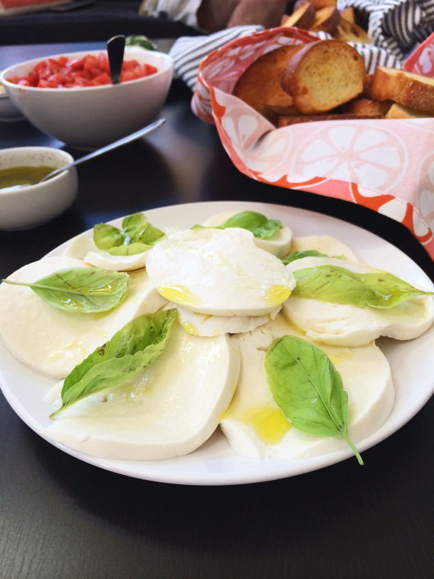 fresh-mozzarella-bruschetta-bar